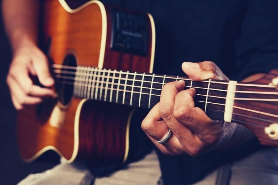 Guitar Tricks Vs JustinGuitar